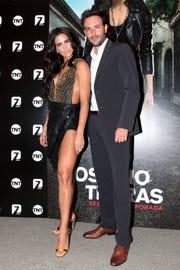 """Sebastián Martínez y Bárbara de Regil protagonizan la segunda temporada de """"Rosario Tijeras""""."""