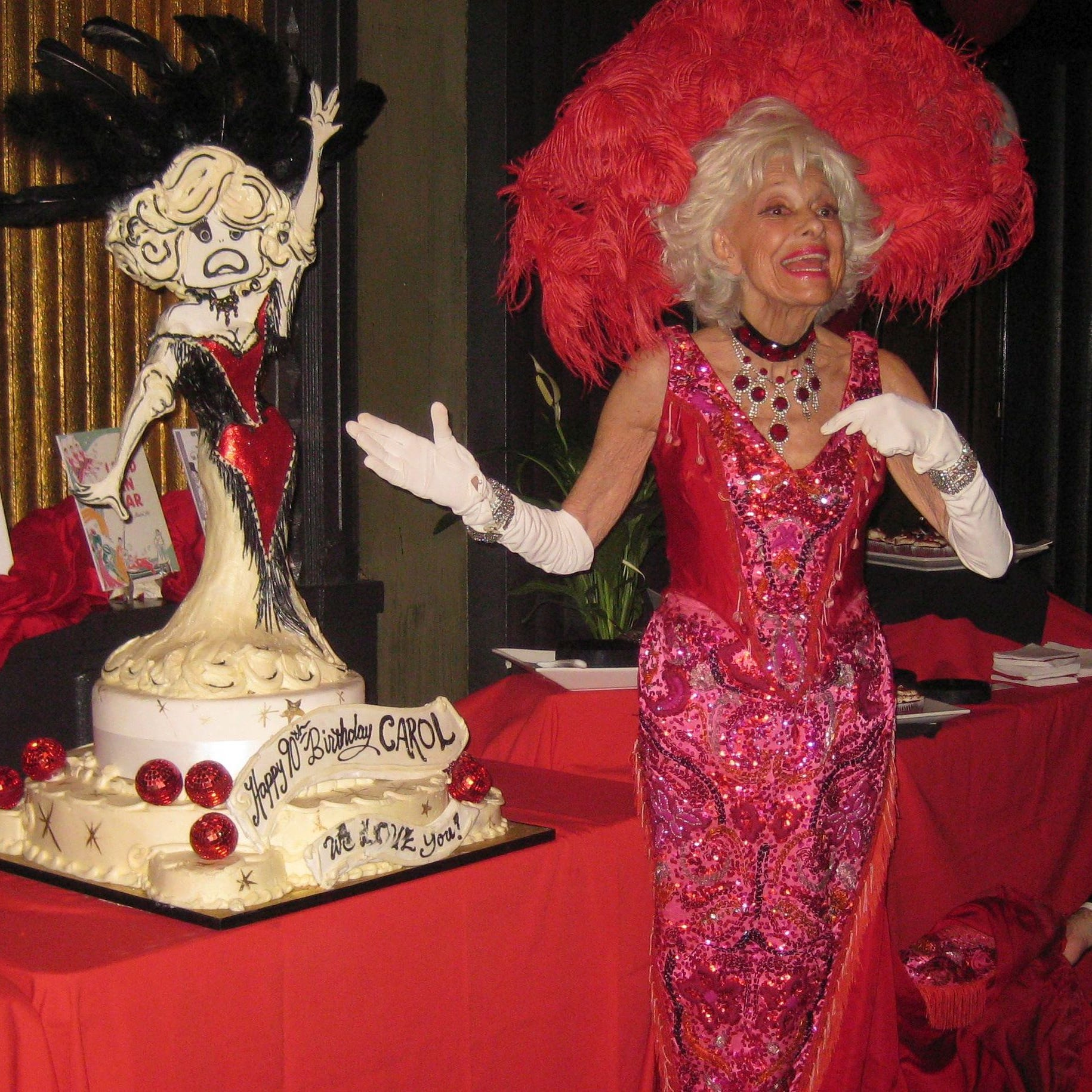 Applauding theater legend Carol Channing