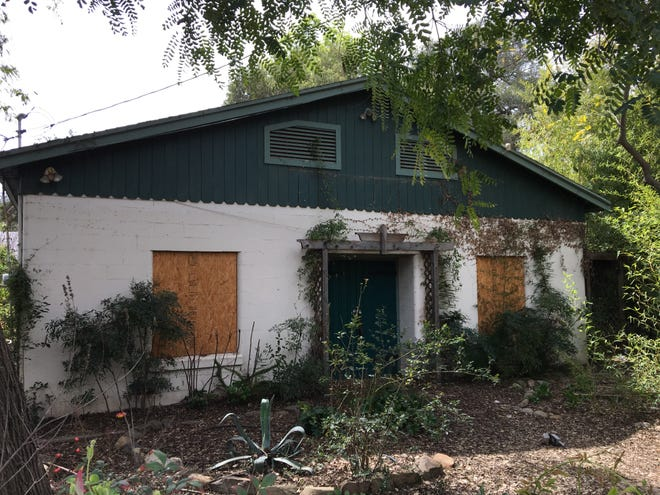 This former massage school would become part of the El Roblar Retail Center in Meiners Oaks under a proposal now before Ventura County planners.