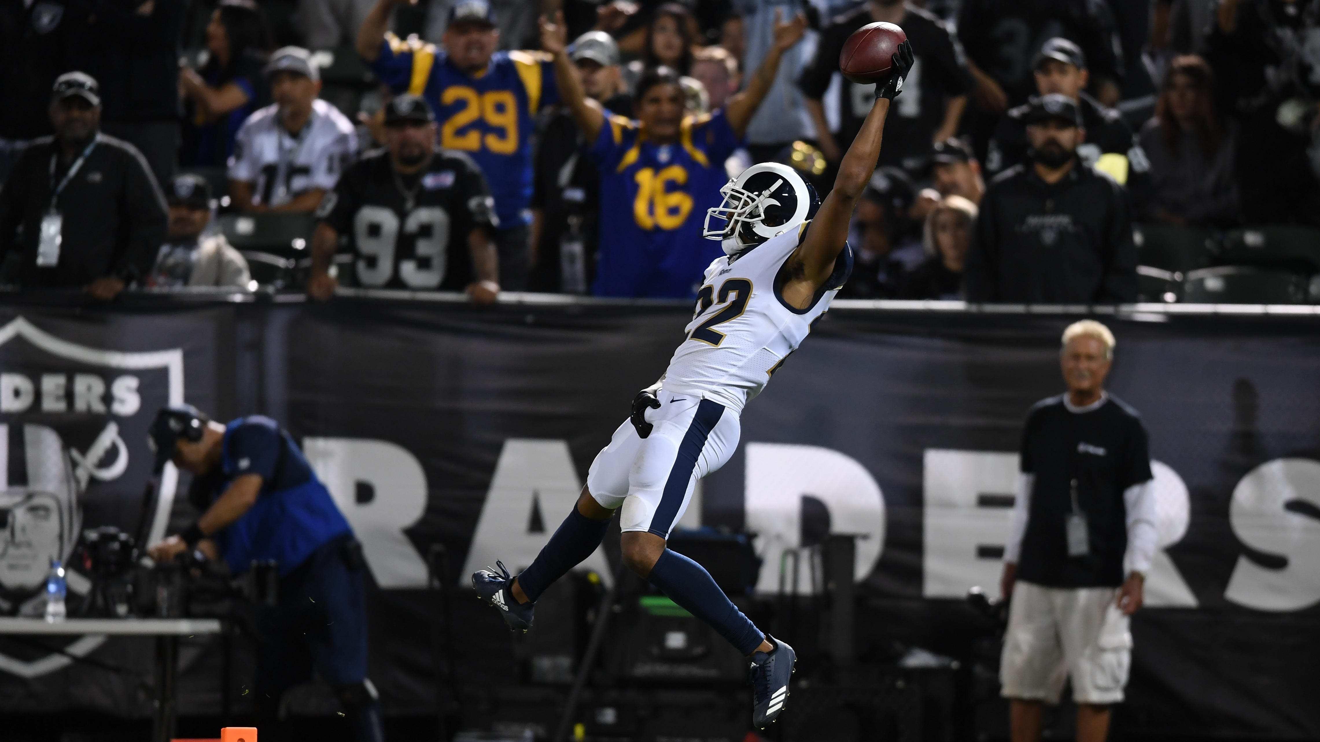 Marcus Peters mimics Marshawn Lynch's 'Beast Quake' TD celebration after pick-six
