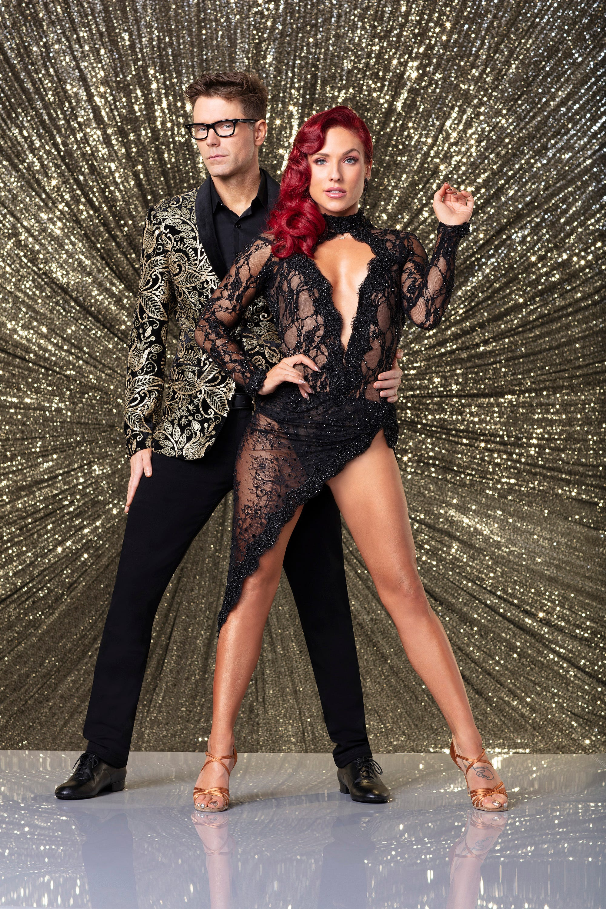 'Dancing with the Stars': Bobby Bones hurts shoulder with 'exquisitely demented' routine