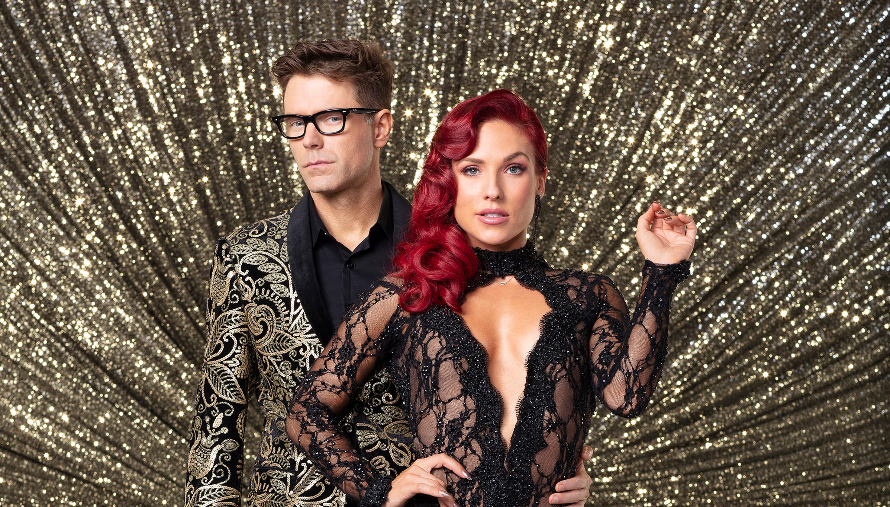 Dancing With The Stars Bobby Bones Hurts Shoulder With Demented Dance