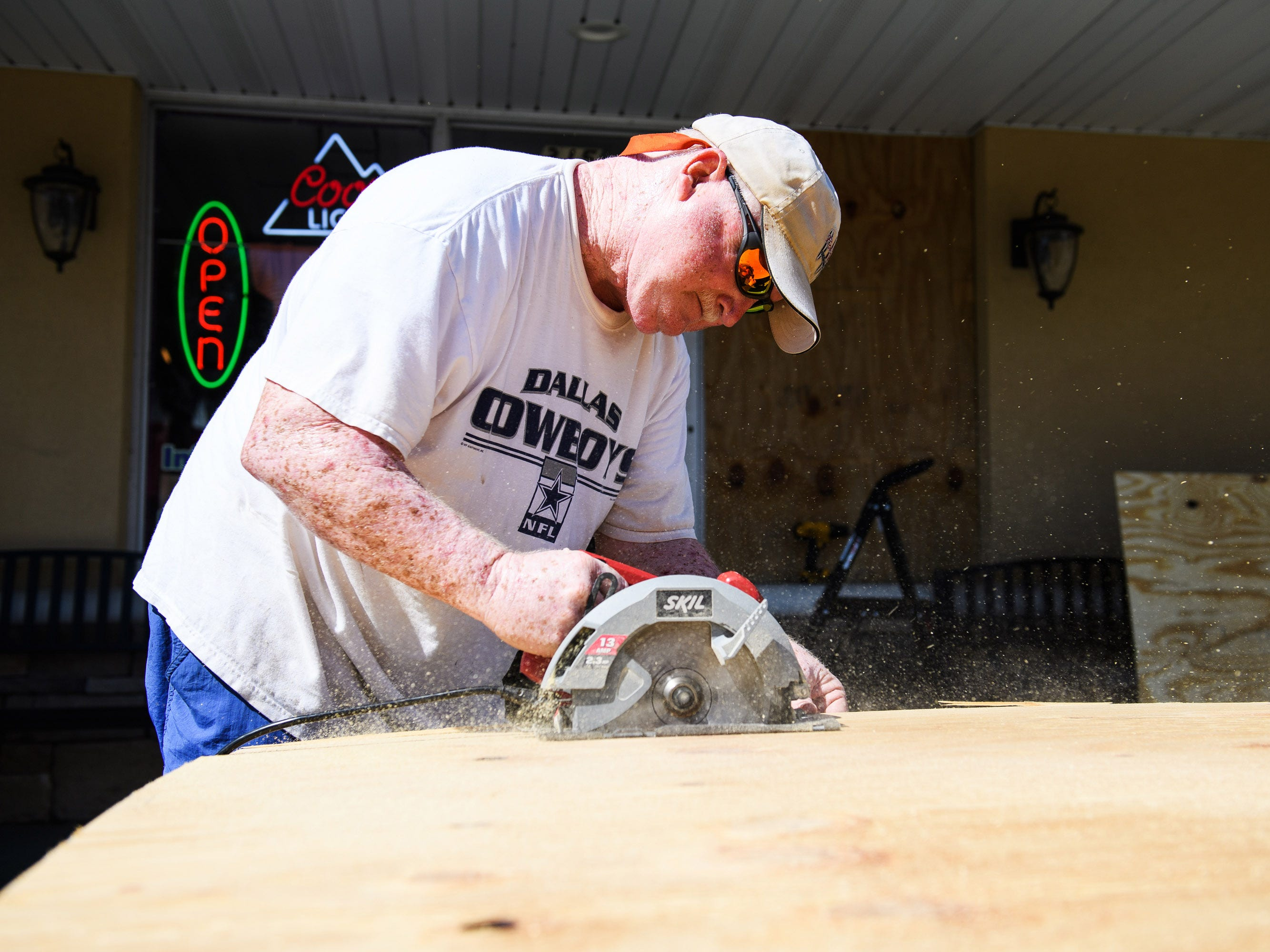 Sept. 11, 2018; North Myrtle Beach, SC, USA; Lee Dorton, owner of Infused Olive in North Myrtle Beach, cuts pieces of plywood before placing them over the windows of his business on Tuesday, Sept. 11, 2018.Mandatory Credit: Josh Morgan/The Greenville News via USA TODAY NETWORK ORIG FILE ID:  20180911_ajw_usa_043.jpg