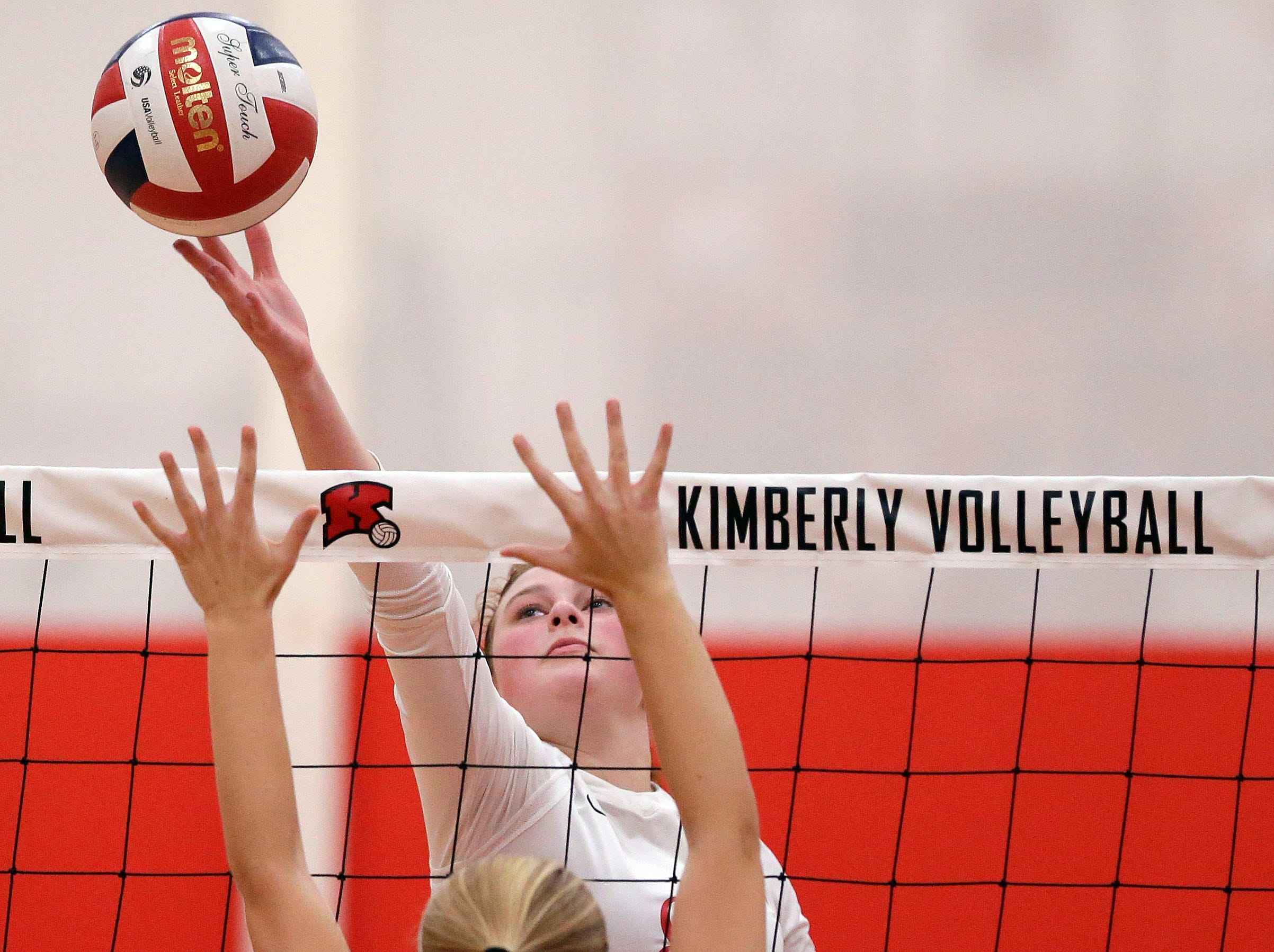 Carlee Doering of Kimberly stretches over Kaitlyn Nelson of Neenah in FVA girls volleyball Tuesday, September 11, 2018, at Kimberly High School in Kimberly, Wis. Ron Page/USA TODAY NETWORK-Wisconsin