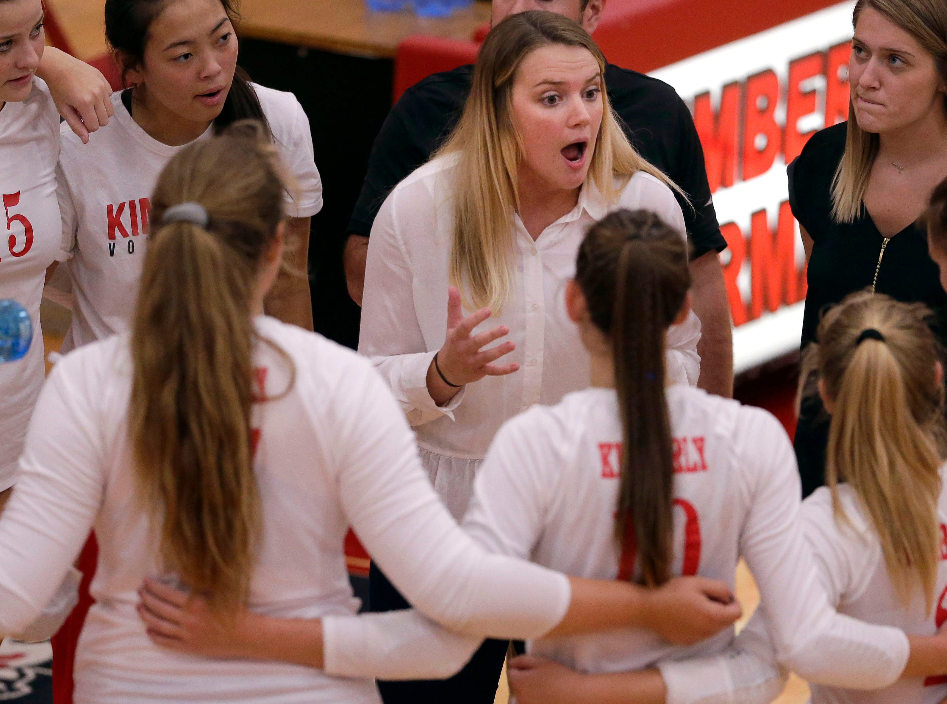 Kimberly players listen to their coach as they take on Neenah in FVA girls volleyball Tuesday, September 11, 2018, at Kimberly High School in Kimberly, Wis.Ron Page/USA TODAY NETWORK-Wisconsin