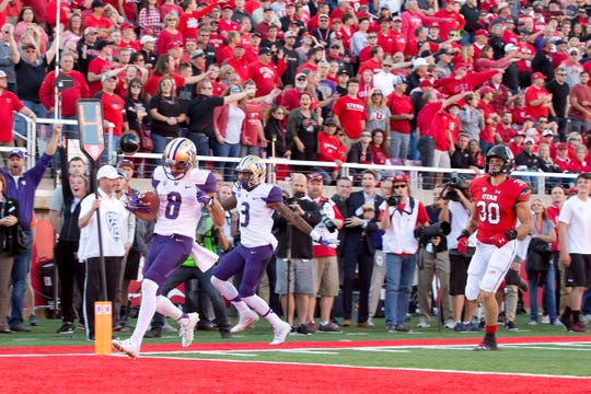 Dante Pettis scores on a punt return on Oct. 29, 2016, to give Washington a 31-24 win over Utah.