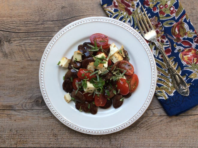 Garlicky bean and tomato salad