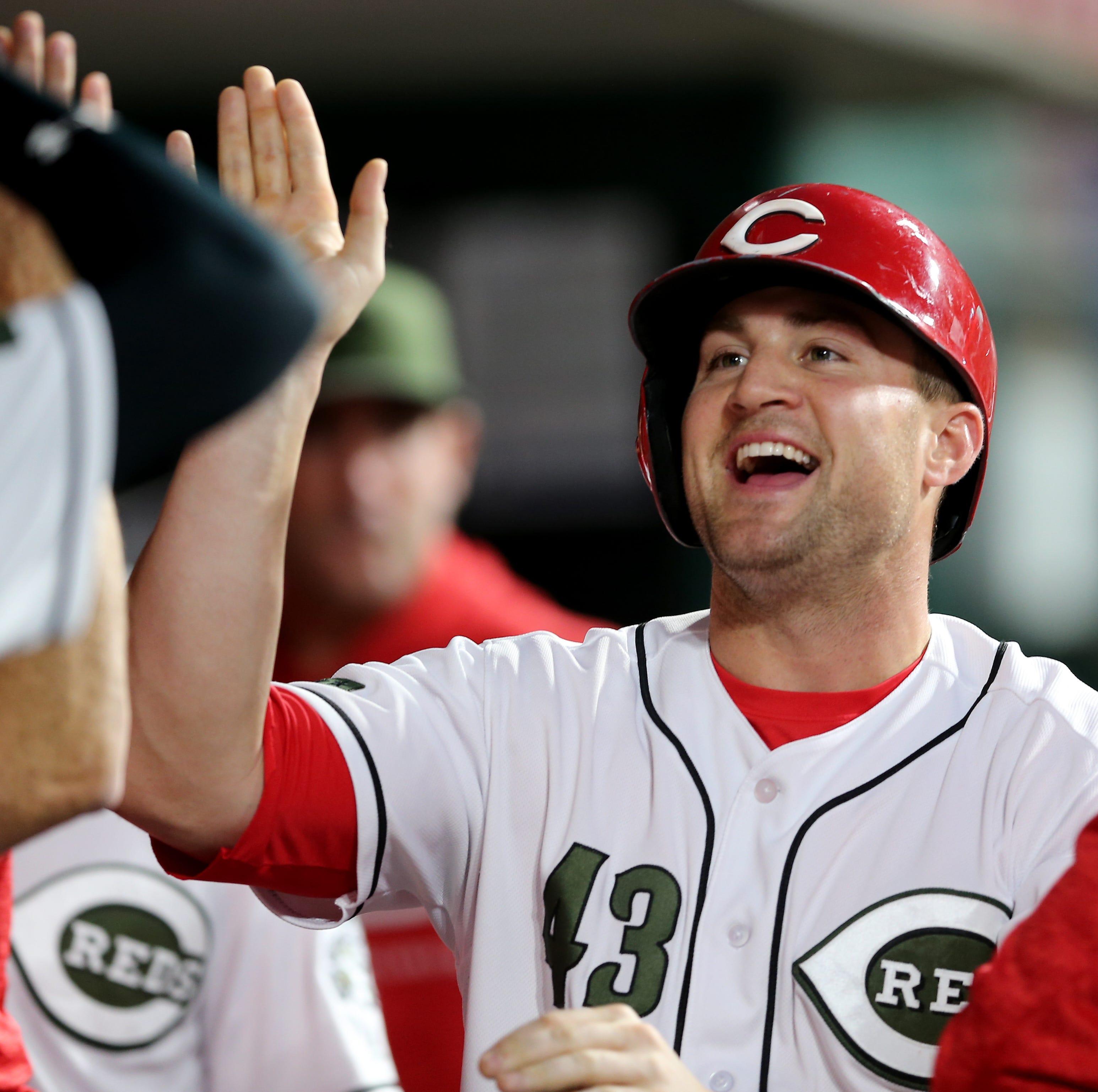 Cincinnati Reds right fielder Scott Schebler (43)...