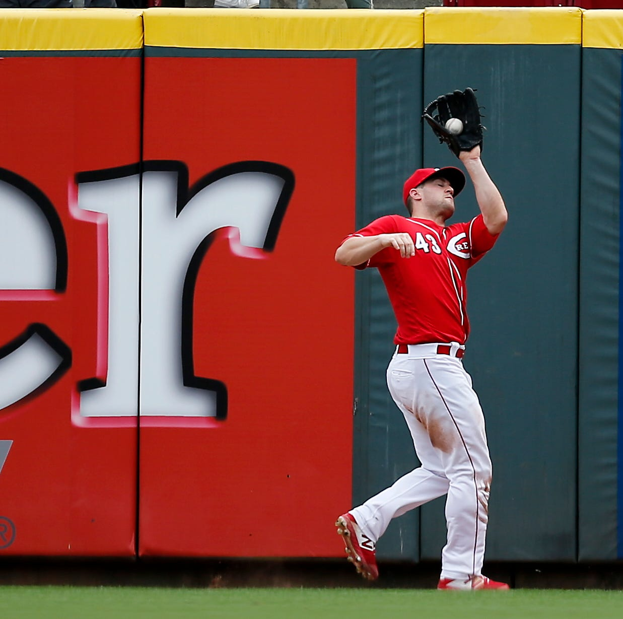 Cincinnati Reds' Scott Schebler moving to left field, Jesse Winker to right field next season