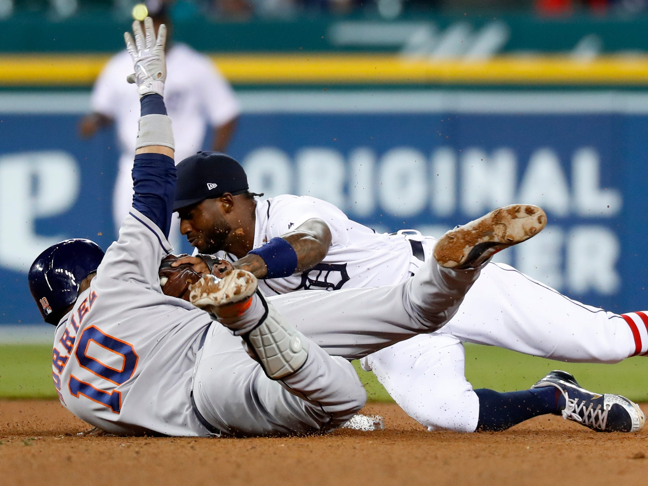 Detroit Tigers shortstop Niko Goodrum (28) tags Houston Astros' Yuli Gurriel (10) out at second base in the ninth inning.