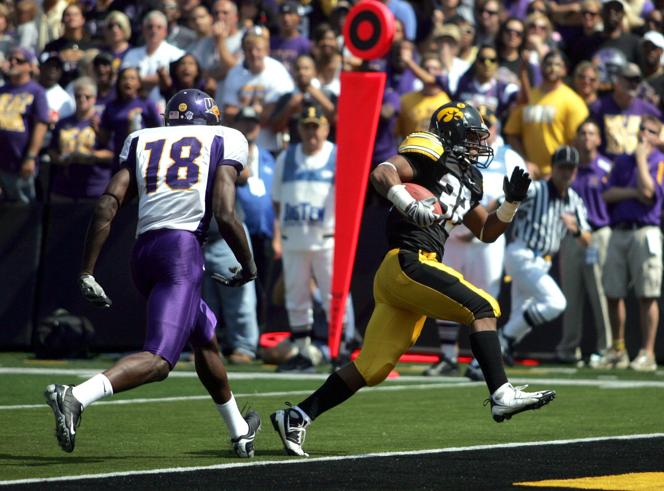 s0906iowafb - shot 09/05/09 Iowa City, IA.  Christopher Gannon/The Register  -- Iowa vs. Northern Iowa --   Iowa running back Adam Robinson scores a third quarter touchdown in front of Northern Iowa cornerback Quentin Scott (18) Saturday in Iowa City.  (Christopher Gannon/The Des Moines Register)