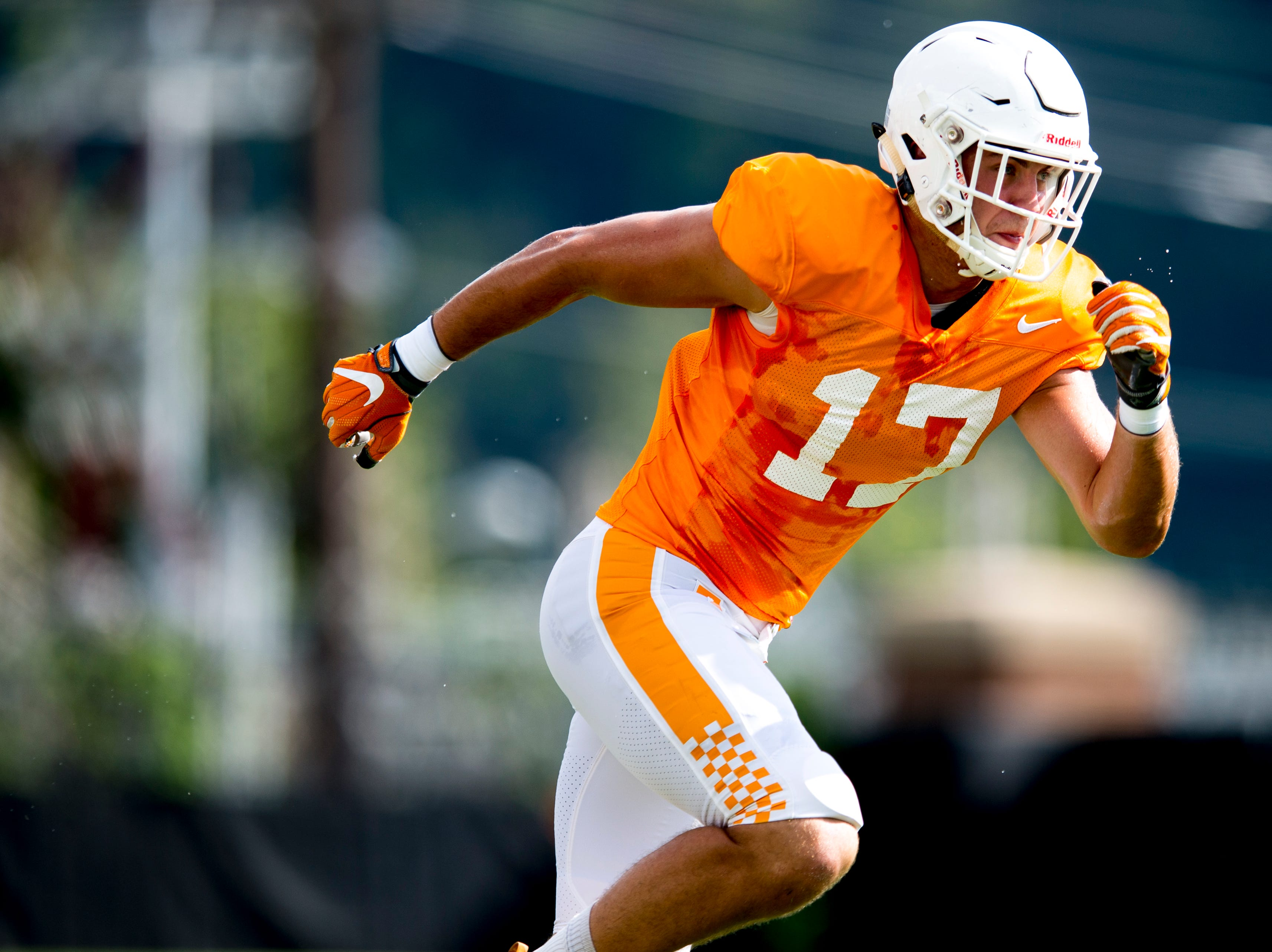 Tennessee linebacker Dillon Bates (17) runs down the field during Tennessee fall football practice at Haslam Field in Knoxville, Tennessee on Wednesday, September 12, 2018.
