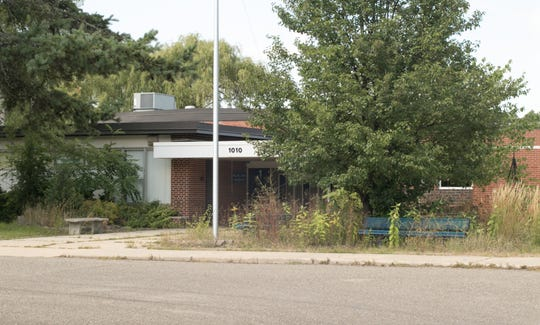 The former Lindbom Elementary sits vacant Wednesday, Sept. 12, 2018. Brighton's Planning Commission granted preliminary site plan approval for a $34 million senior housing complex proposed for the site.