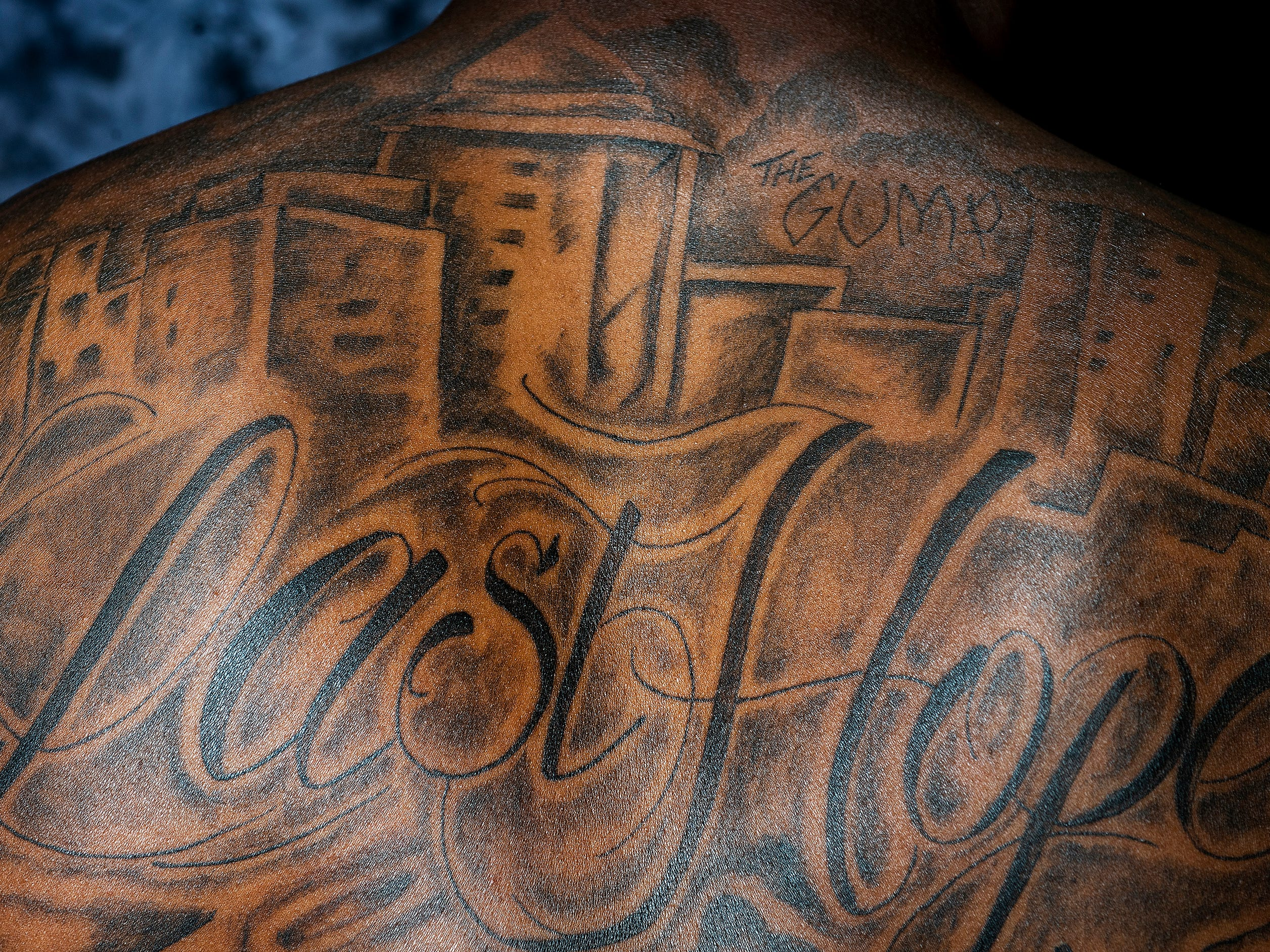 Alabama linebacker Mack Wilson, of Montgomery, shows his tattoos which are dedicated to his friends Rod Scott and Shaquille Johnson.
