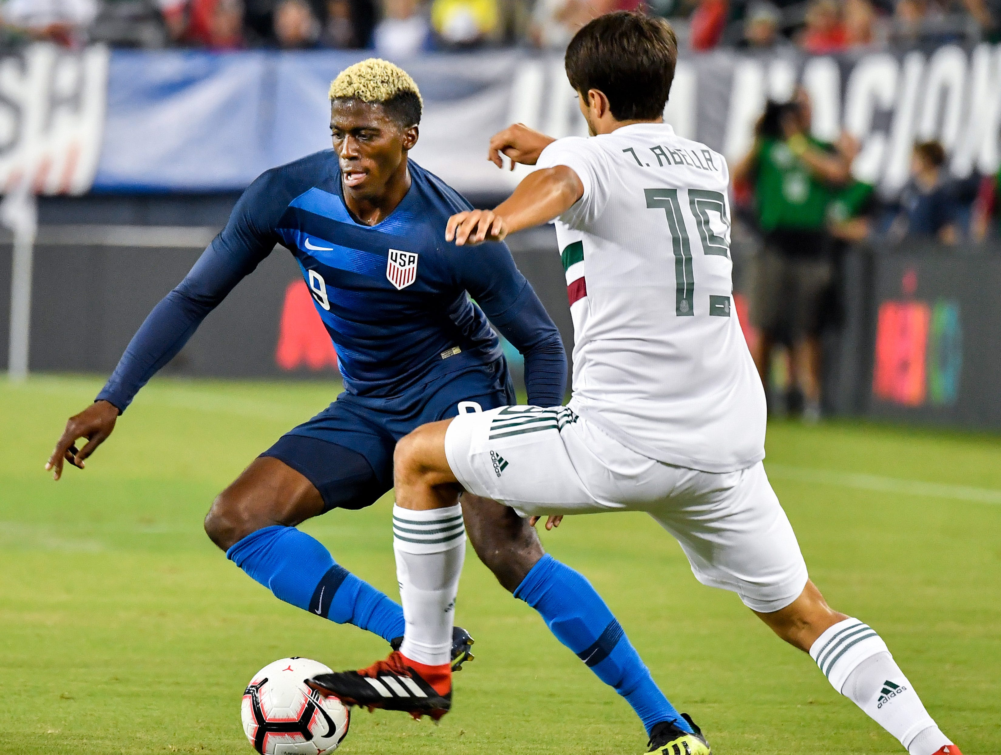 USA forward Gyasi Zardes (9) battles Mexico defender Jose Abella (19) during the first half at Nissan Stadium in Nashville, Tenn., Tuesday, Sept. 11, 2018.