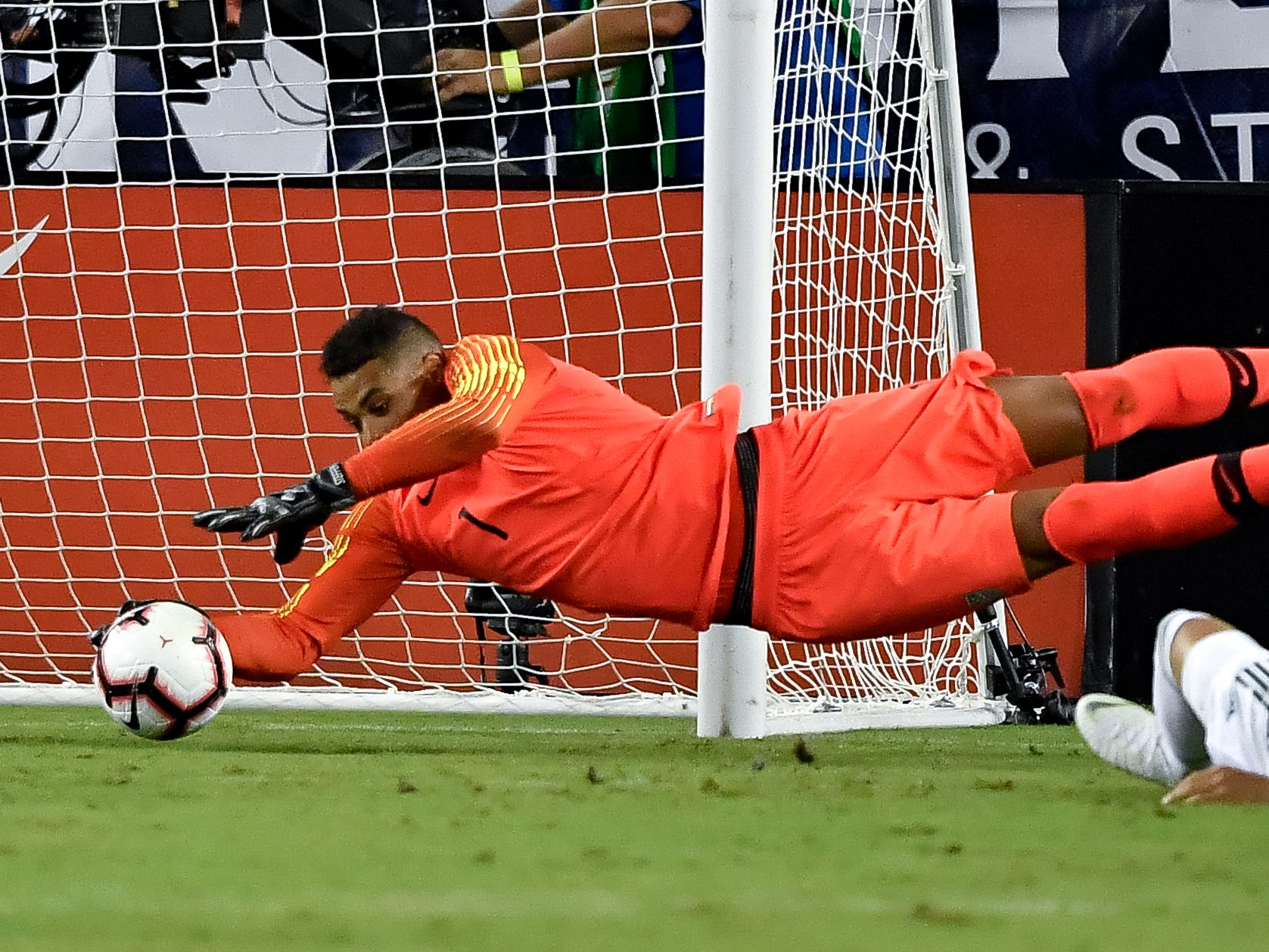 USA goalkeeper Zack Steffen (1) makes a save against Mexico during the first half at Nissan Stadium in Nashville, Tenn., Tuesday, Sept. 11, 2018.