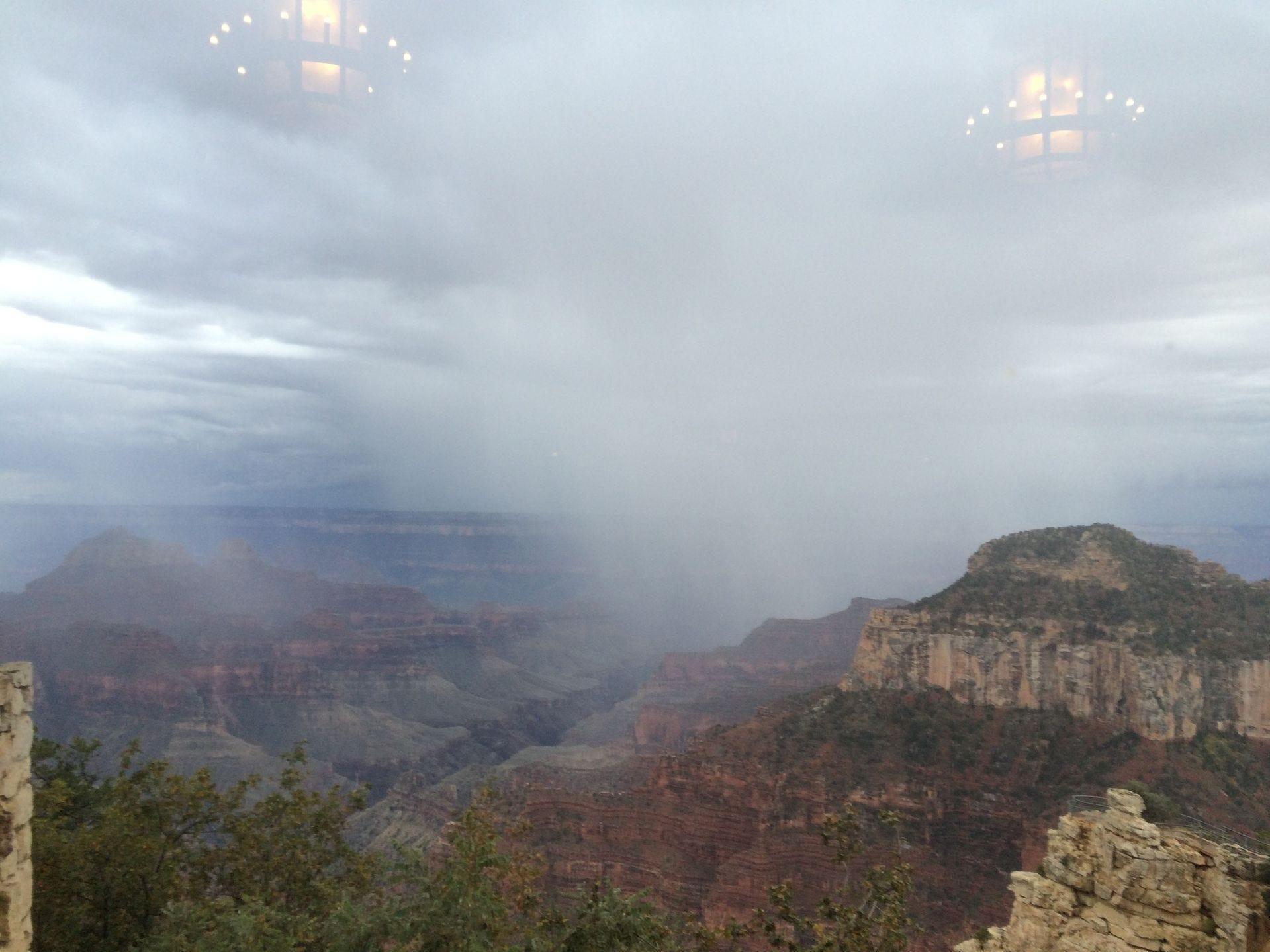Una tormenta sobre el Gran Cañón como se ve desde el Borde Norte.