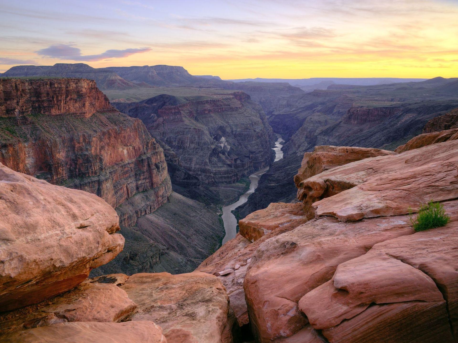 Grand Canyon North Rim en Toroweap Point después de la puesta del sol.