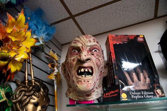 Ydr Tl 090518 Halloweencostumesstores