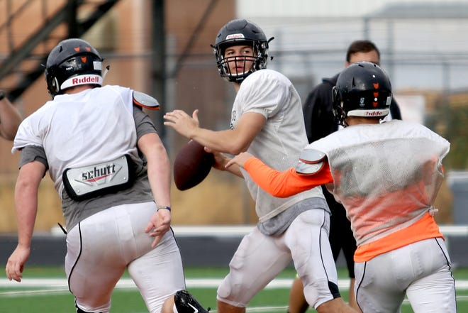 Levi Nielsen, center, a senior quarterback, looks to pass the ball during a Silverton football practice ahead of the Statesman Journal Game of the Week: Lebanon vs. Silverton football. Photographed in Silverton on Tuesday, Sep. 11, 2018.