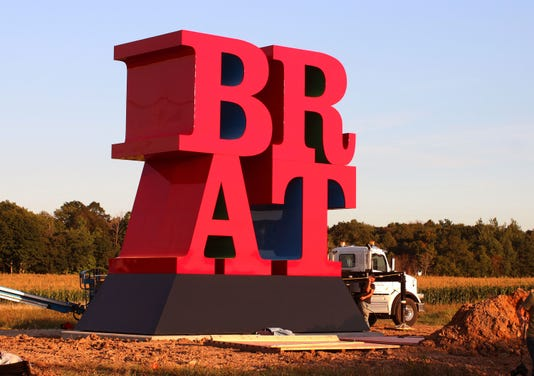 091118 She Robert Indiana Brat Sculpture Johnsonvillefoods Gck 20