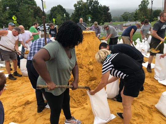 Kimberly Booker making sandbags at the Arch Avenue parking lot in downtown Waynesboro.