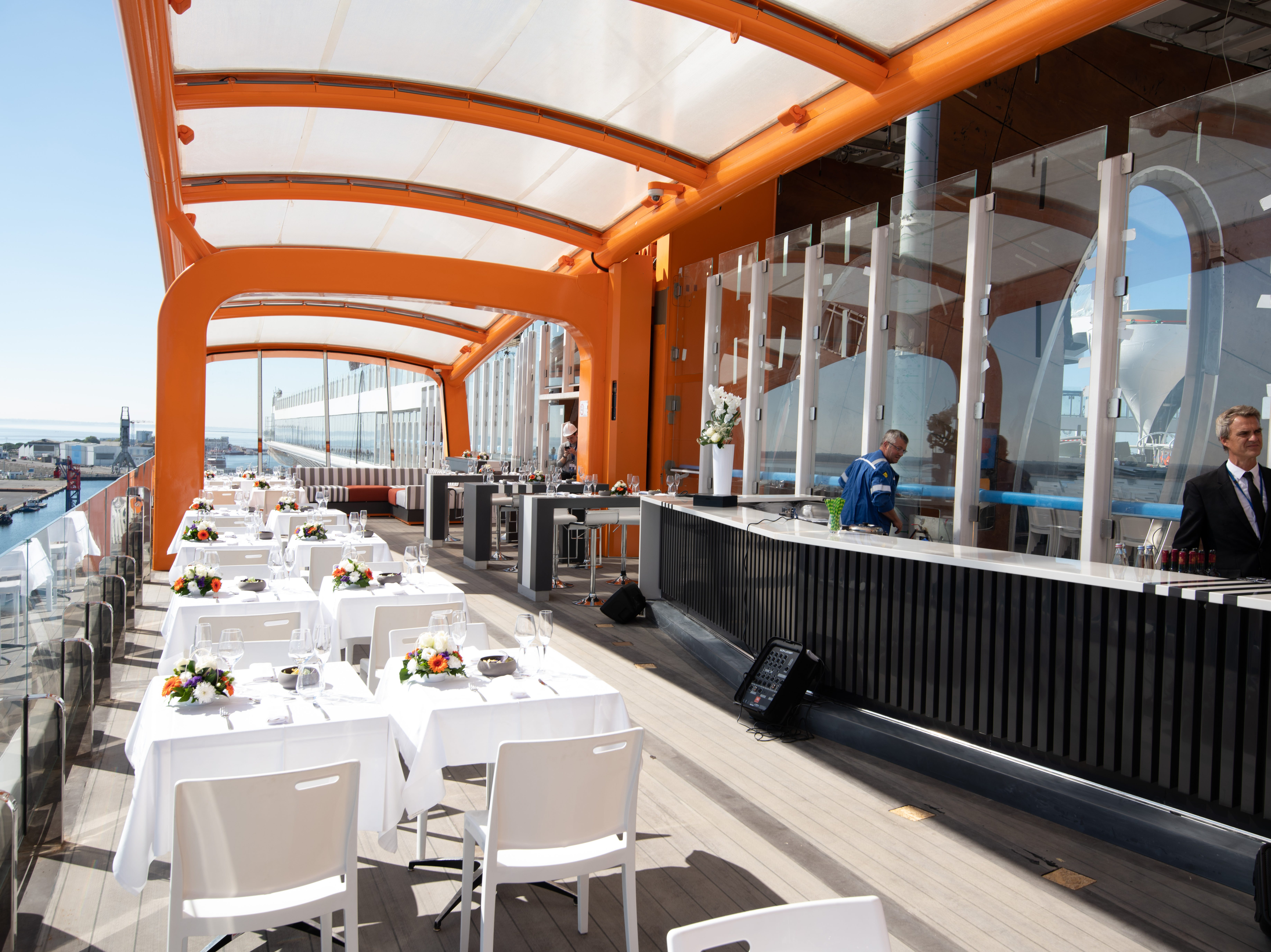 Magic Carpet will move up and down the side of Celebrity Edge to serve a range of functions. It can be placed alongside Deck 2 of the ship to operate as a boarding platform for tenders to shore. Placed adjacent to Deck 16, it can be transformed into an outdoor dining venue.
