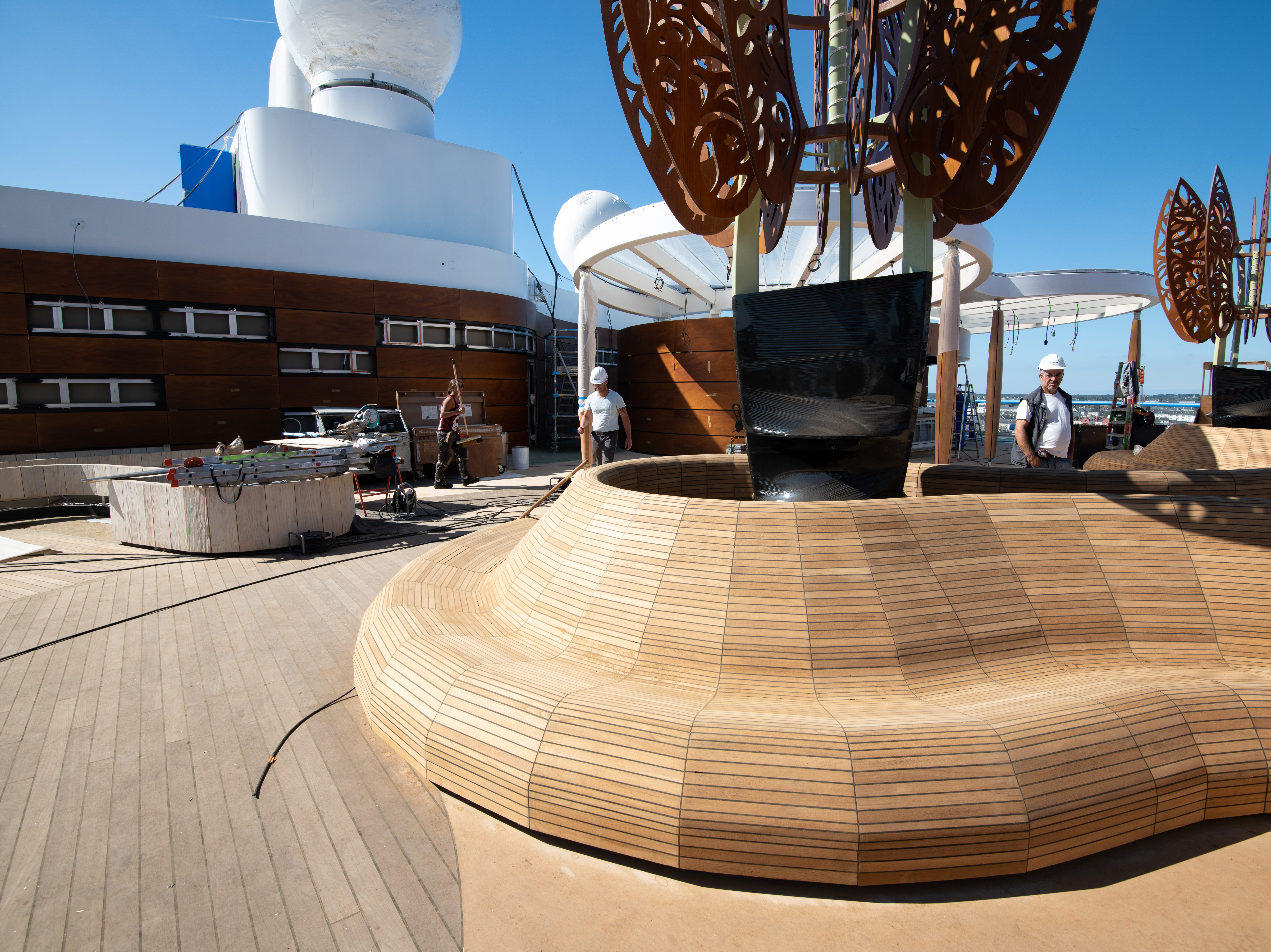 A curving teak bench in the Rooftop Garden.