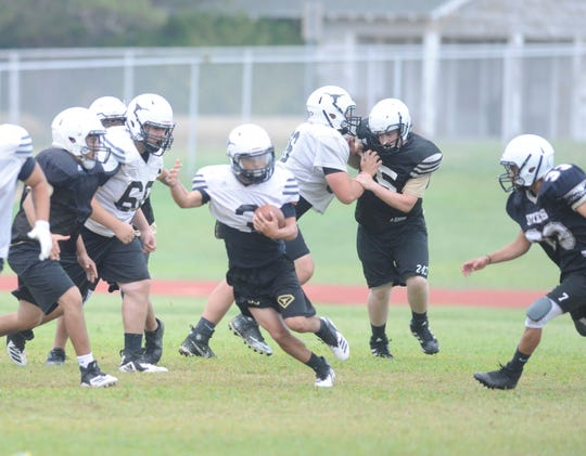 Big Spring running back Jacobe Rodriguez (3) carries the ball in practice Sept. 12, 2018.