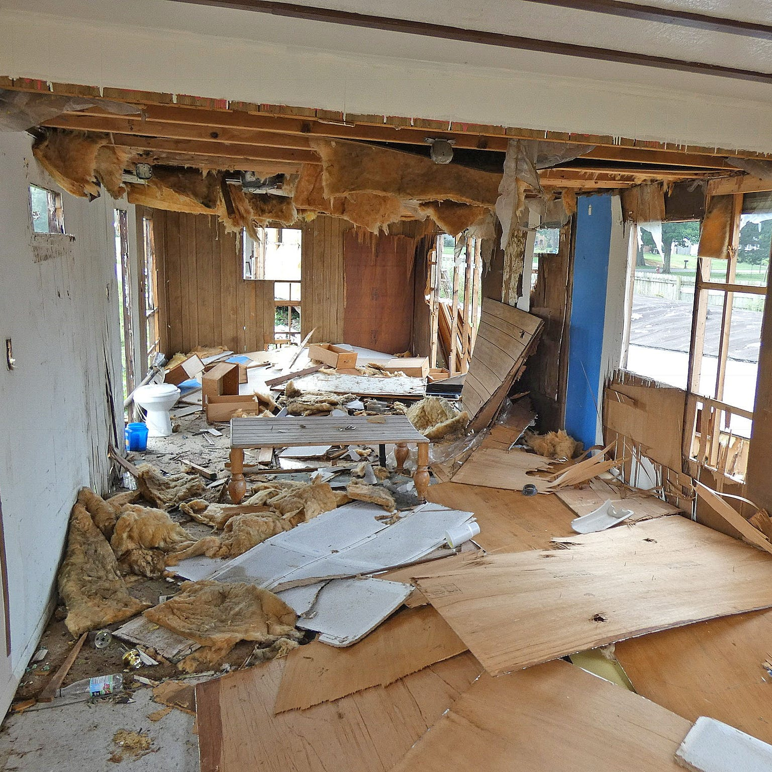 McFarland's Mobile Home Park being demolished