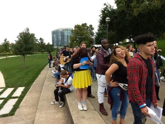 Long line at 'American Idol' auditions
