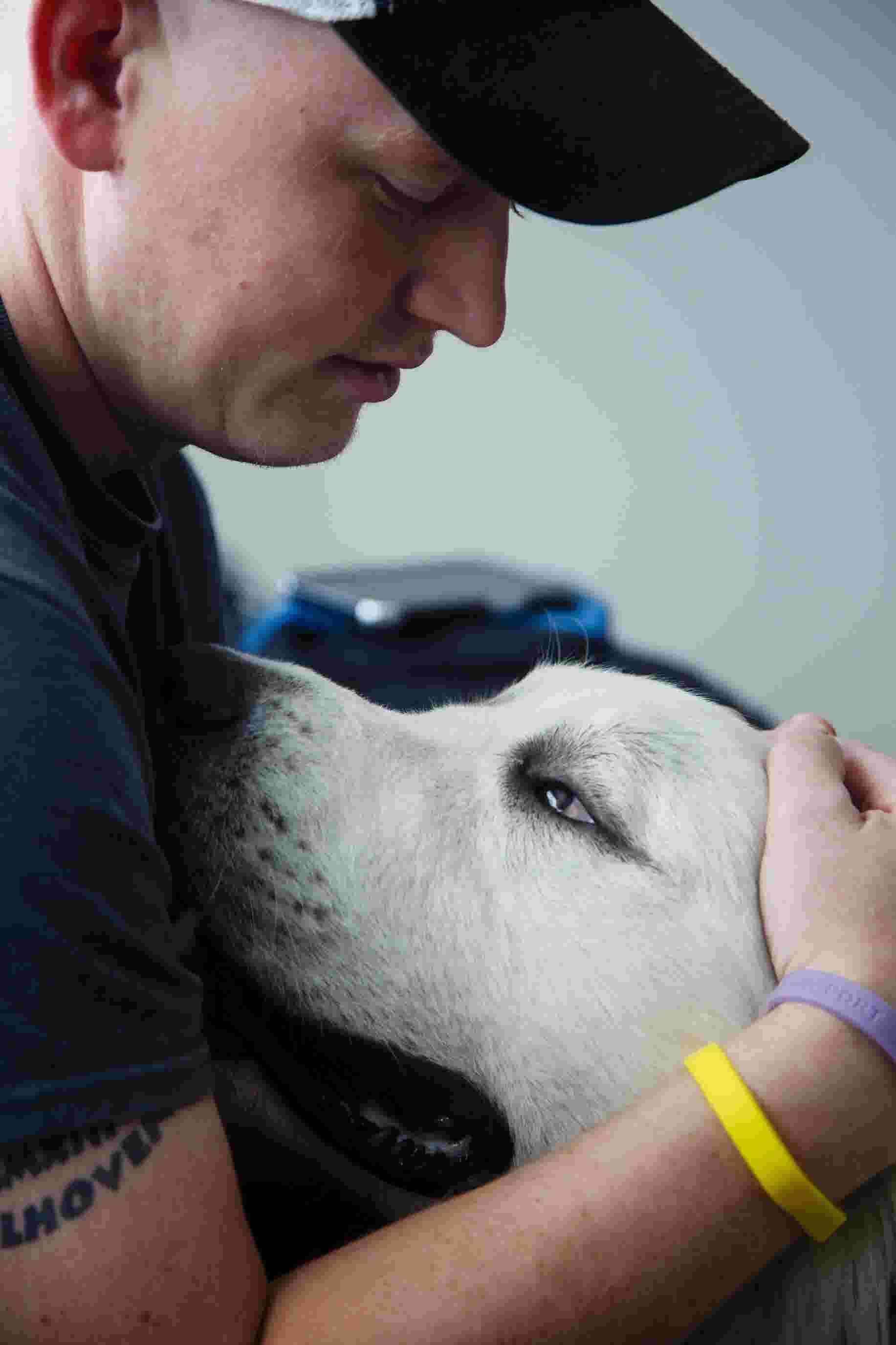 Rare cancer pulls Iowa man down, but his dog lifts him back up