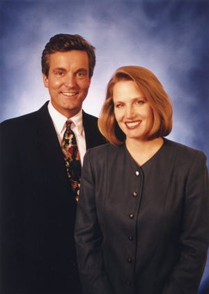 WISN-TV (Channel 12) co-anchors David Davis and Jane Hampden in a 1998 publicity photo. Davis, who was a reporter and anchor at WISN from 1988 to 2002, died in a crash in Texas Sept. 12.