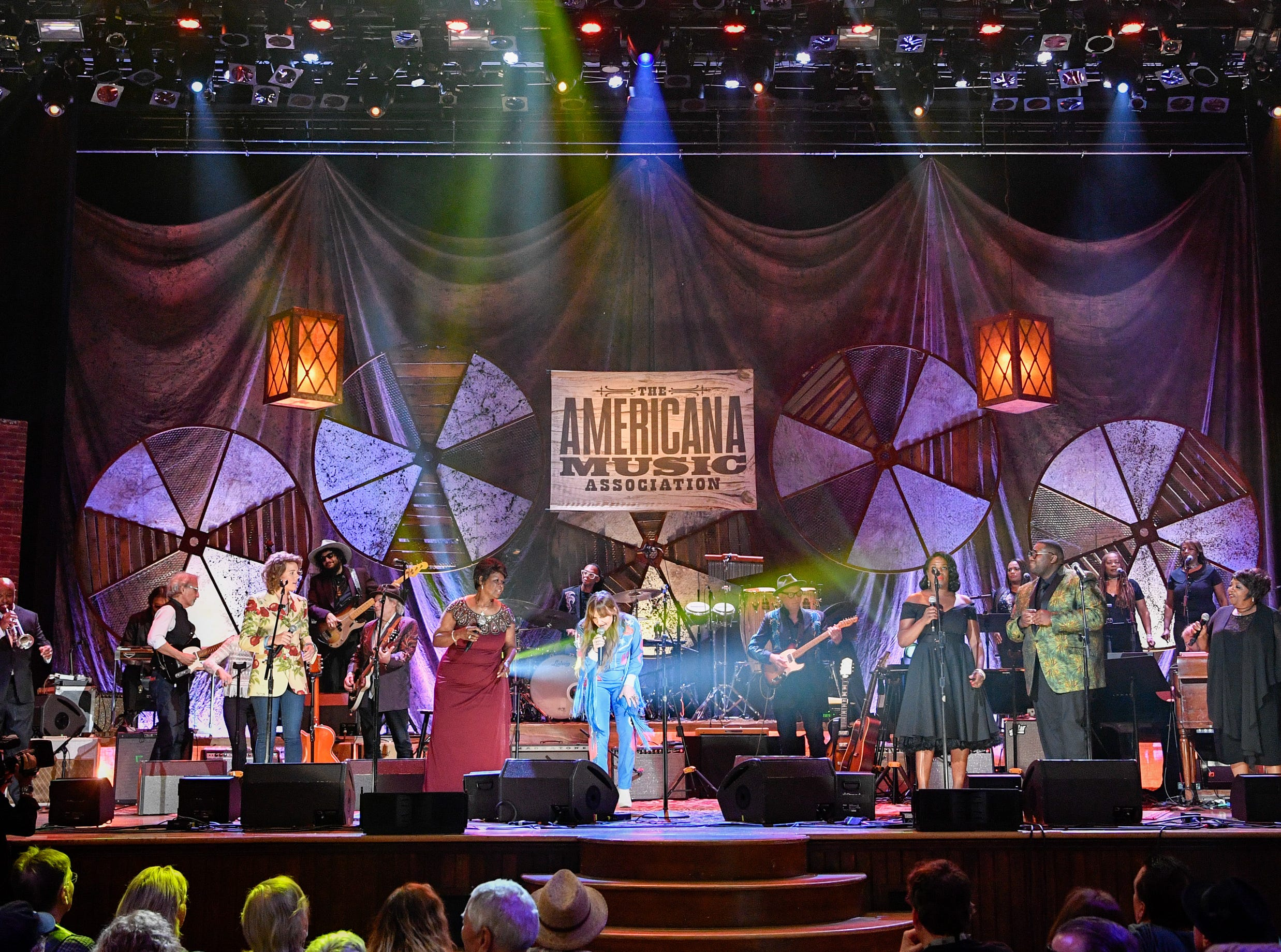 Performers play Chain of Fools for the finale during the 2018 Americana Honors and Awards show at the Ryman Auditorium in Nashville, Tenn., Wednesday, Sept. 12, 2018.