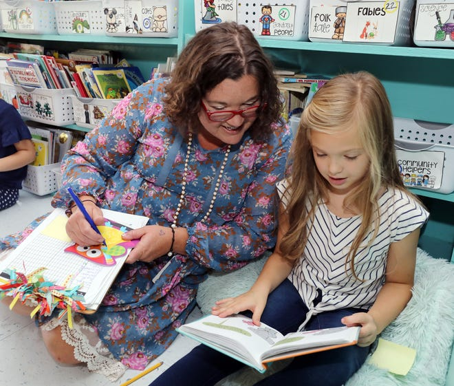 Teacher Melissa Miller, left, reads with Kate Clark in her classroom at Franklin Elementary School Wednesday September 12, 2018.