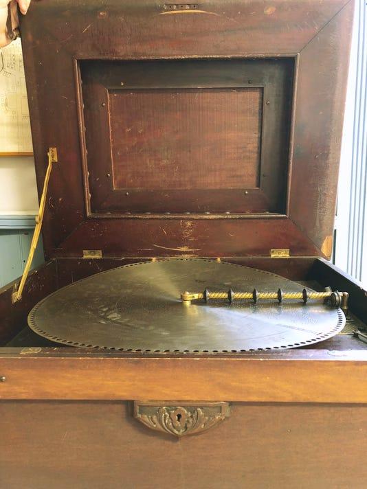 Regina Music Box The Walton Defuniak Library