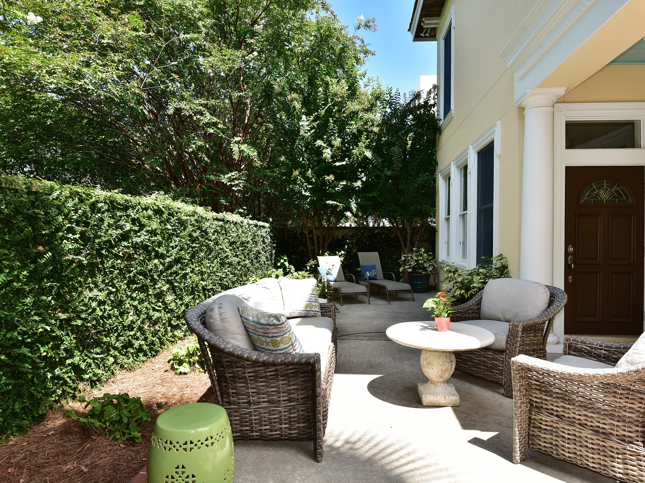 52 Port Royal Way, the private courtyard.