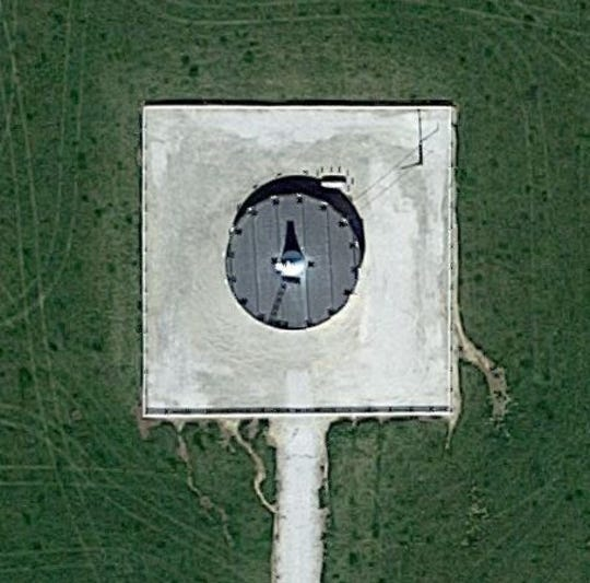 This is the Google satellite image of odd-looking structure in the middle of a field in Douglas County.