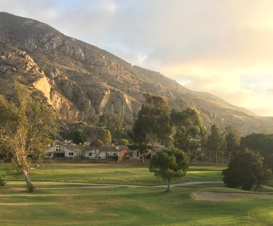 A developer wants to build 300 homes on part of what's now the Camarillo Springs golf course. Plans also call for keeping links open.