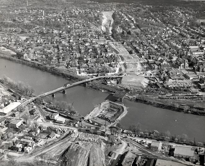 A view of construction of the Zanesville Expressway in 1960. The residential neighborhood that later succumbed to urban renewal can be seen at the bottom of the photo.
