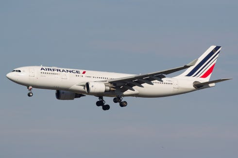 An Air France Airbus A330 flies near New York JFK on Oct. 16, 2016.
