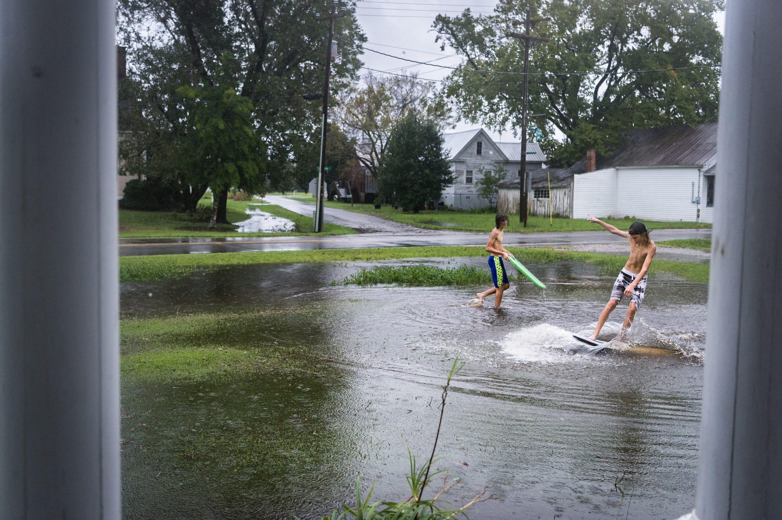 Hurricane Florence hits coast with heavy rain, storm surge