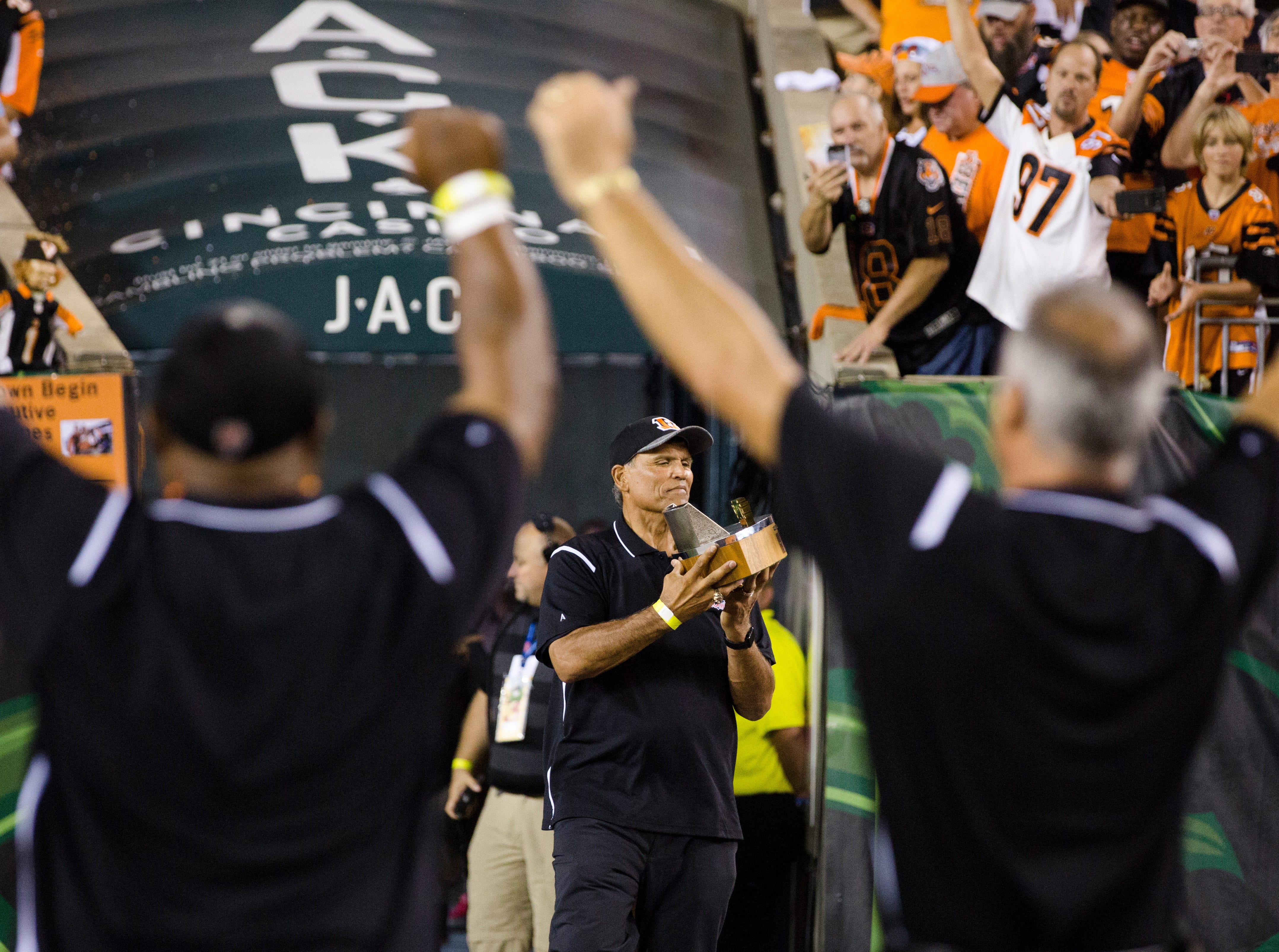 1988 Bengals team member and hall of fame member Anthony Muñoz takes the field as the 1988 Bengals team is honored during the Week 2 NFL game between the Cincinnati Bengals and the Baltimore Ravens, Thursday, Sept. 13, 2018, at Paul Brown Stadium in Cincinnati.