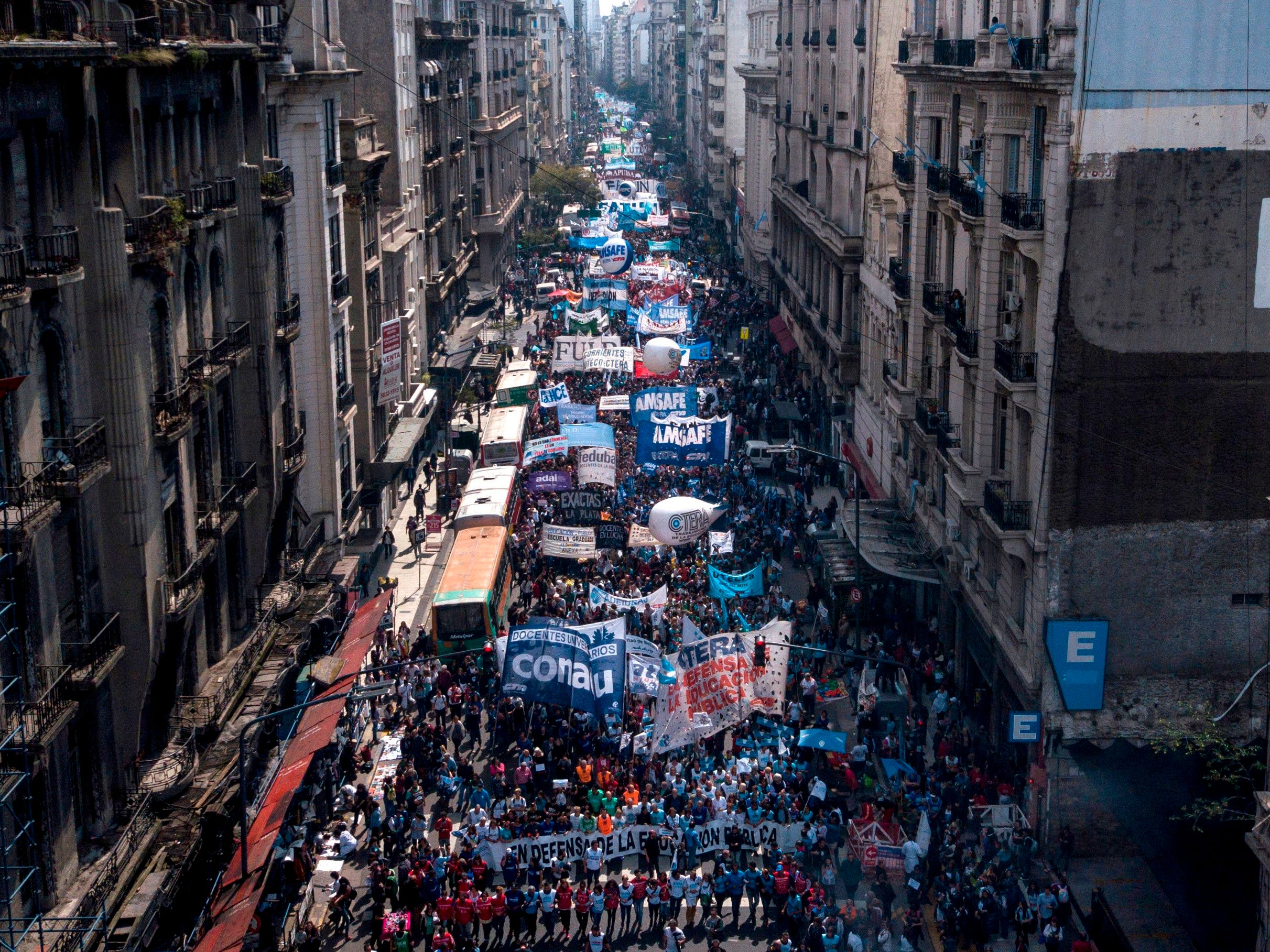 Argentine teachers march towards the Congress during a national strike in Buenos Aires, on September 13, 2018. - Teachers demand wage increase and reject budget cuts in Argentine public schools, as well as the agreement negotiated between the government and the International Monetary Fund .