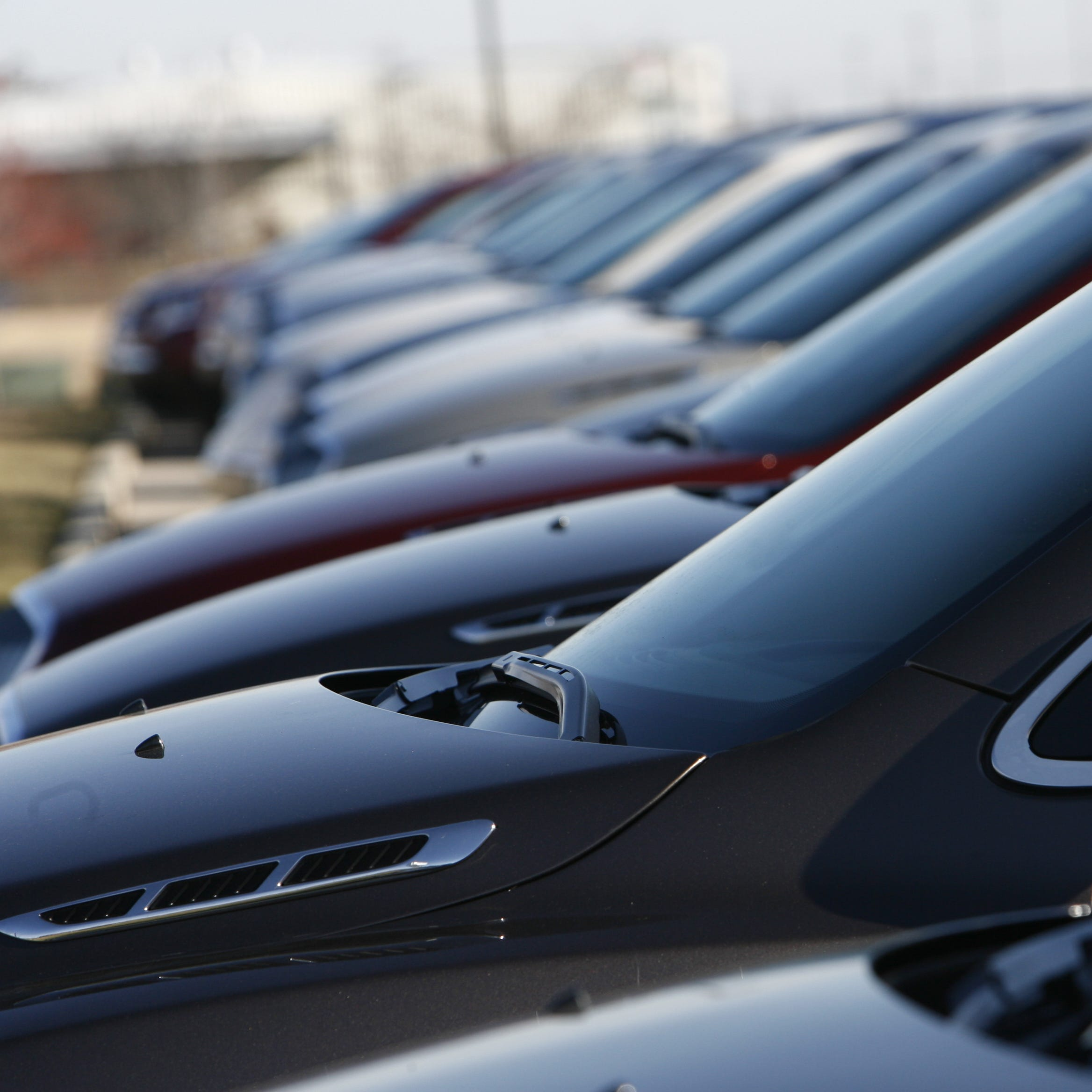 2 Indianapolis car dealers defrauded hundreds of customers, lawsuit says