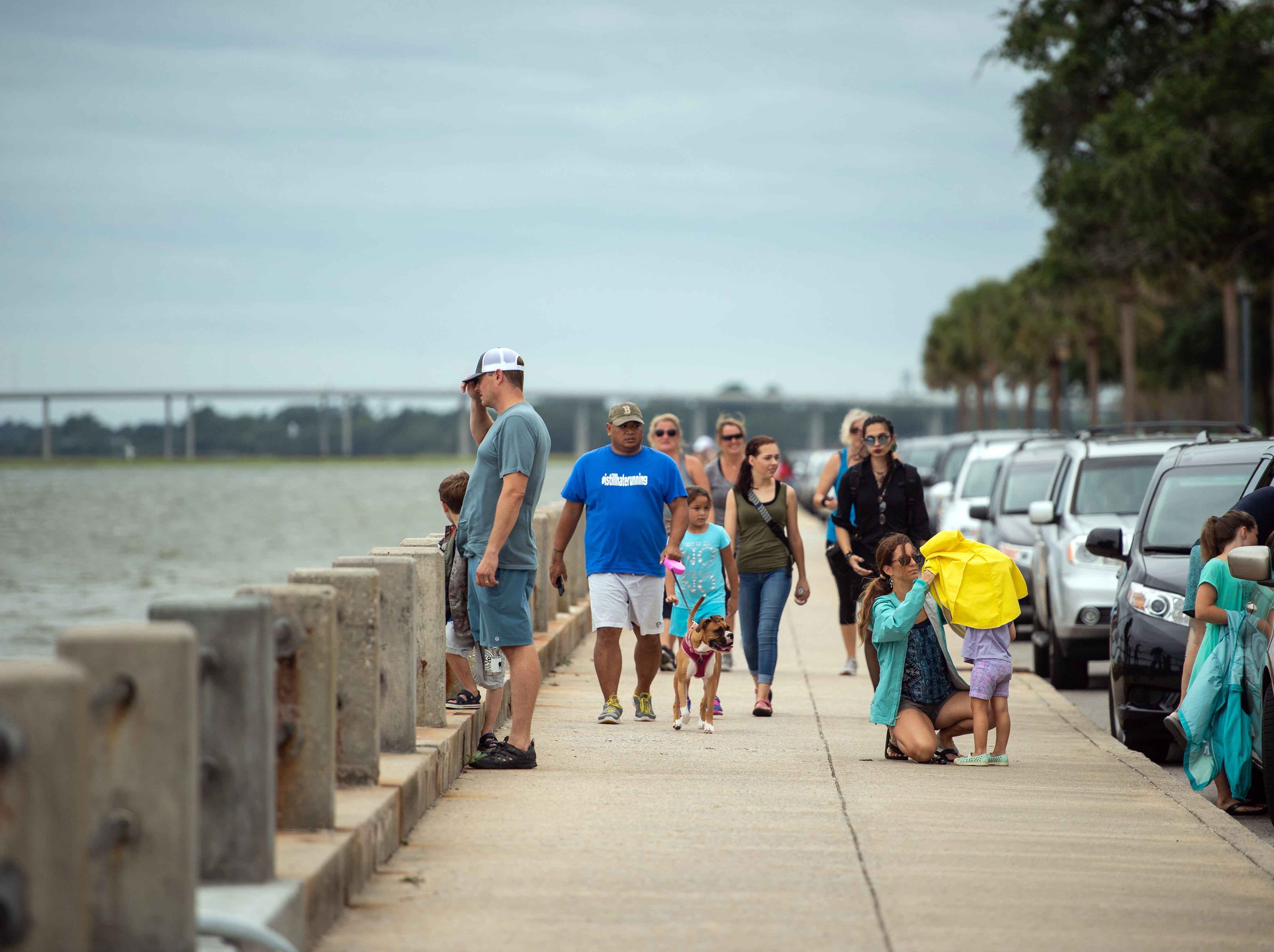 Sept. 14, 2018; Charleston, SC, USA; People flock to the seawall downtown Charleston on Friday, Sept. 14, 2018, prior to the anticipated impact from Hurricane Florence.