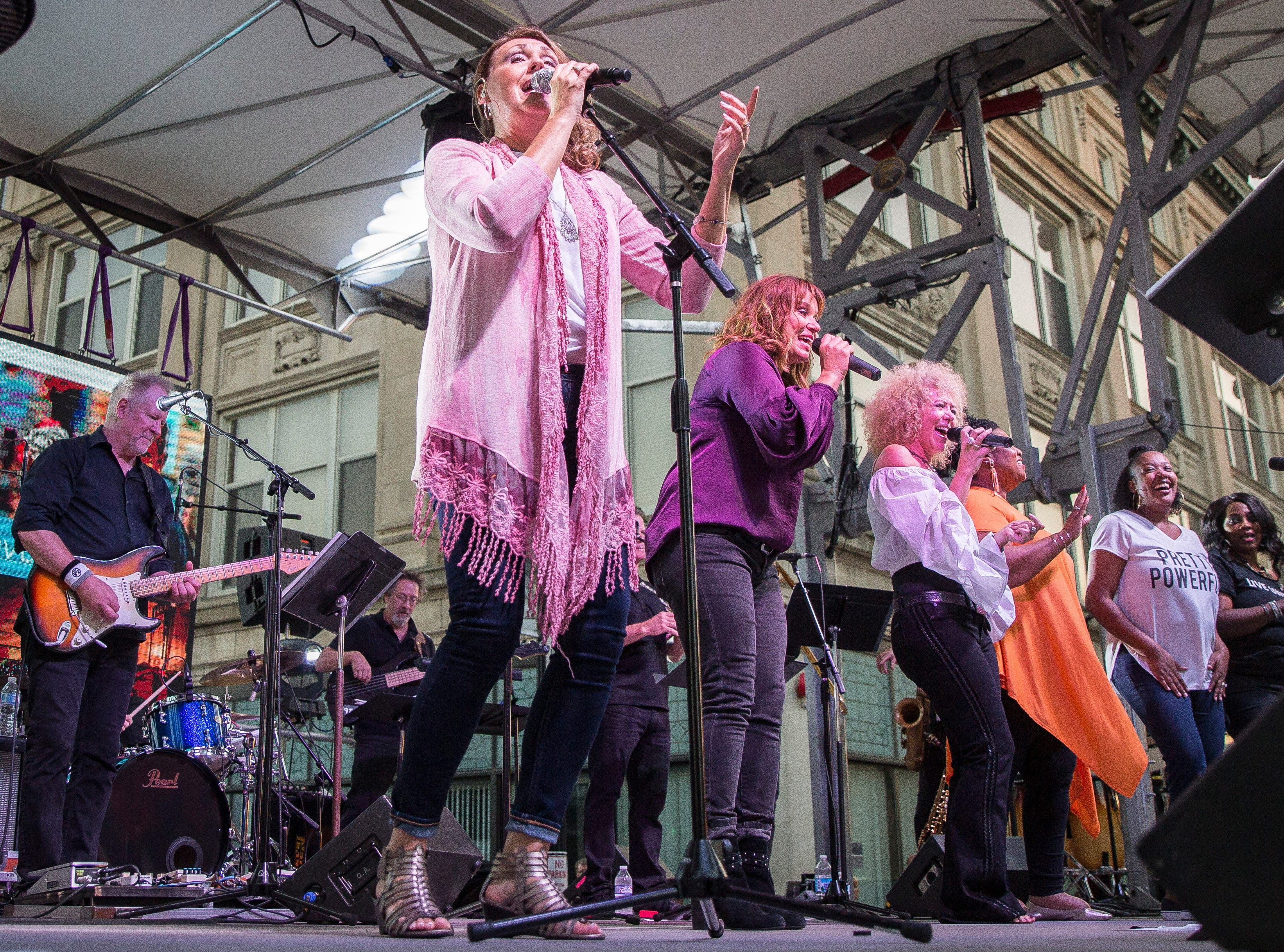 Hundreds gather downtown on Sept. 13 for the 2018 United Way Campaign kickoff with a free concert by Voices United featuring Cook and Belle, Jennie DeVoe, Keith O'Neal, Jennifer Stanley and Carl Storie. The United Way's yearly fundraising goal is to bring in over $1,400,000 this year for their causes.