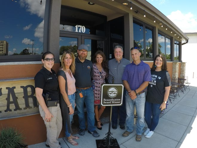 Mayor Paige Brown and the Gallatin Beautification Team awarded Starr Ranch with the Beautification Award for its renovation and preservation of the building.