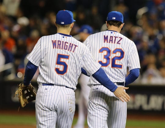 David Wright encourages Steven Matz after the Royals scored in the fifth inning of Game 4 in the 2015 World Series.