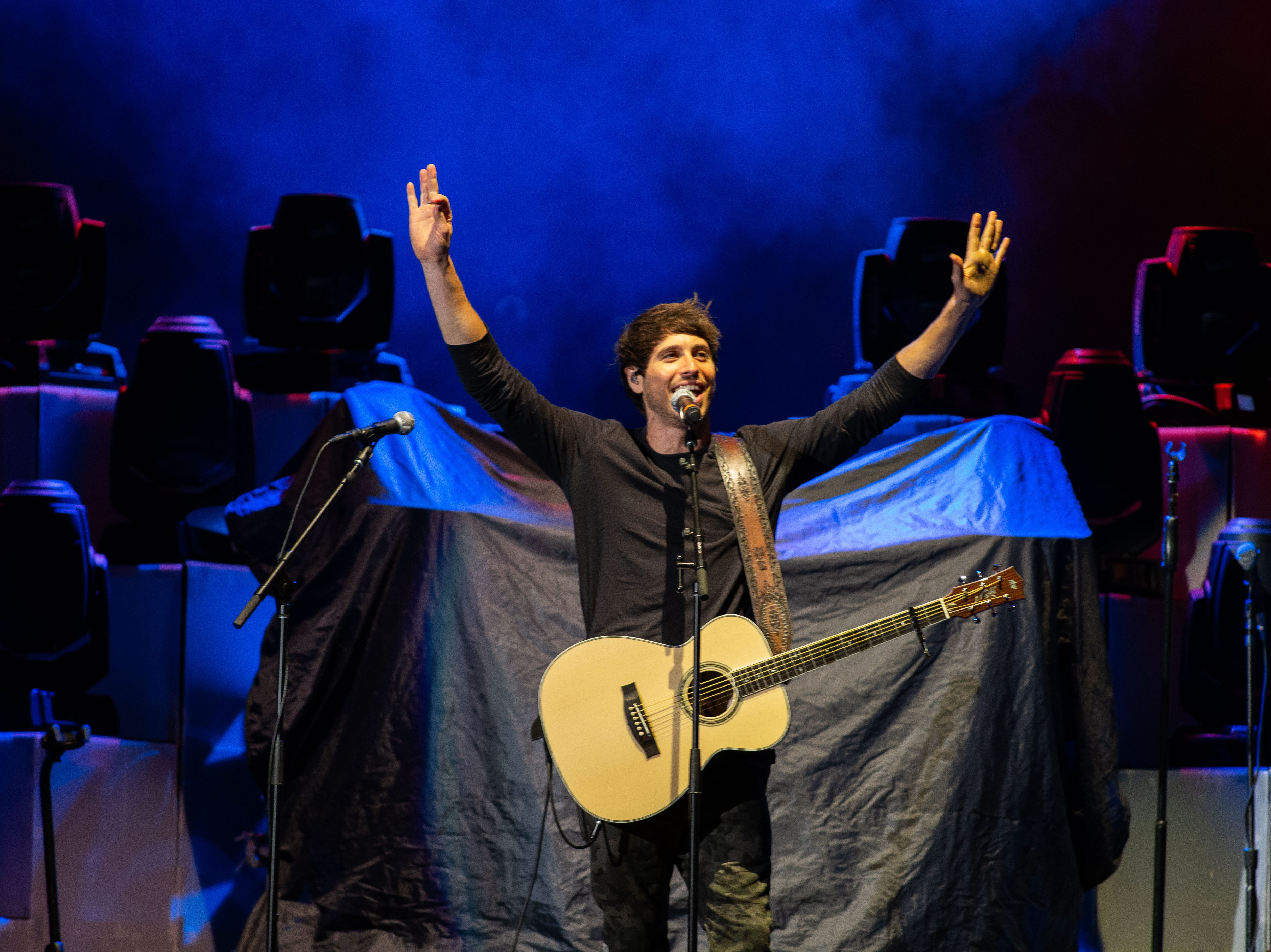 Morgan Evans, who opened for Chris Young, reacts to the crowd during a concert at the Pan Am Center in Las Cruces on Thursday, Sept. 13, 2018.